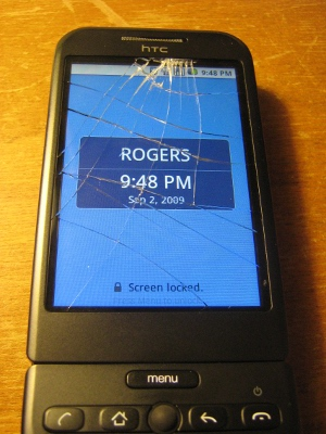 Picture of my cracked HTC Magic smartphone